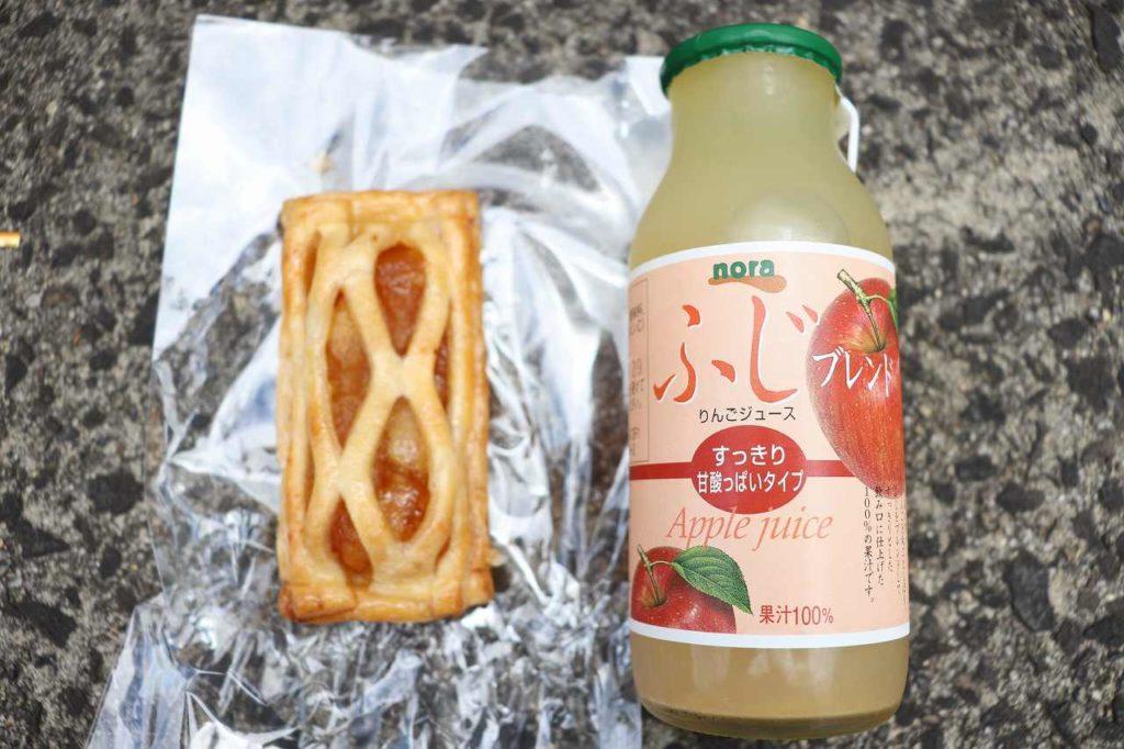 アップルパイとリンゴジュース