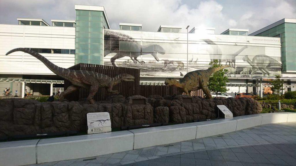 福井駅西口の恐竜2