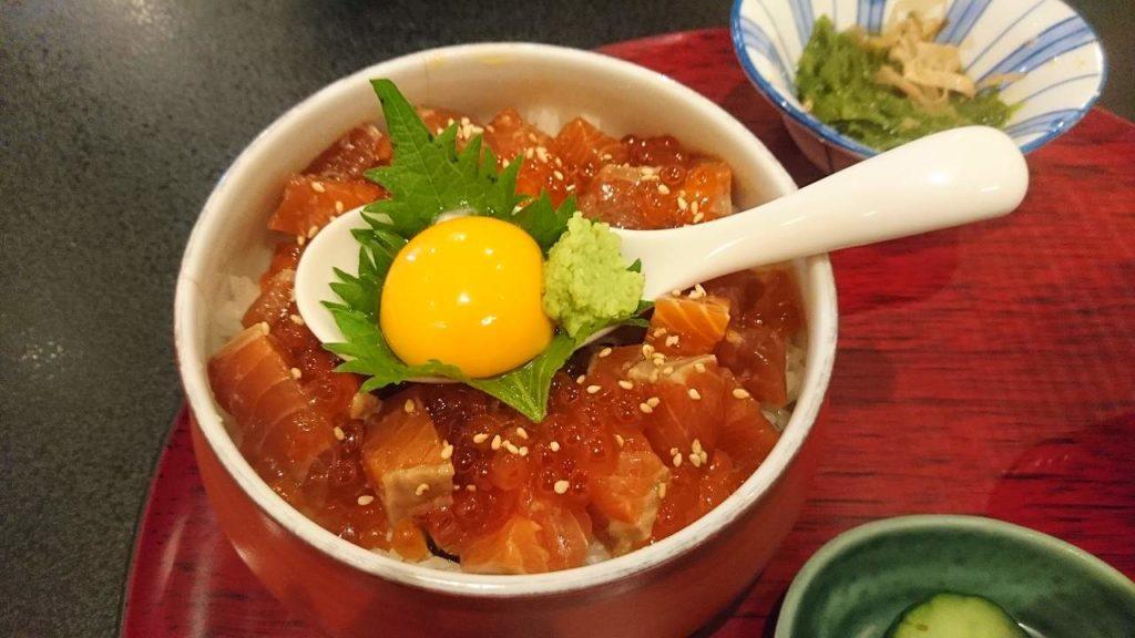 銀鮭ユッケ丼