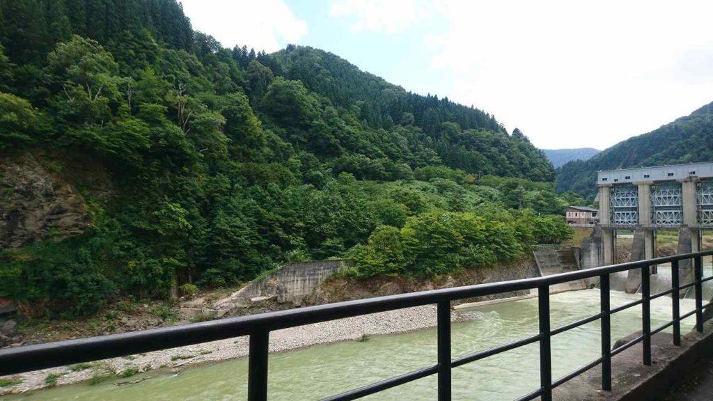 道の駅上平からの川